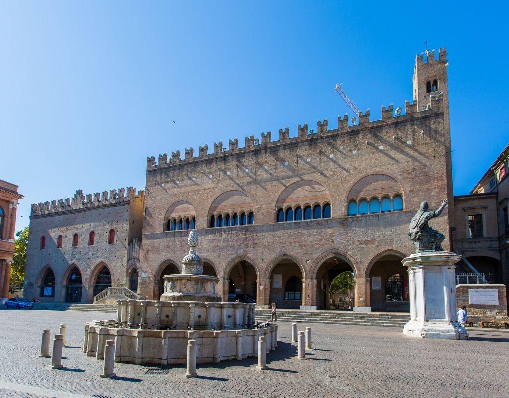 10 Cose da Vedere a Rimini -Piazza Cavour Rimini