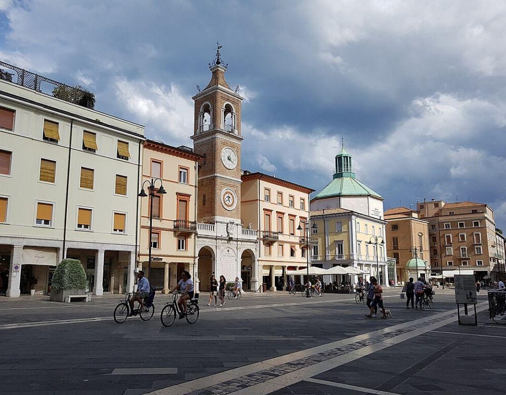 10 Cose da Vedere a Rimini -Piazza tre martiri Rimini