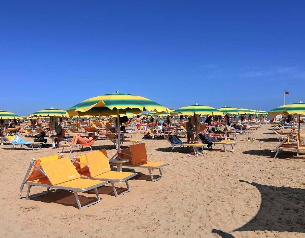 La Spiaggia - Bagno Riviera 1 di Rivabella - spiaggia lettino sdraio
