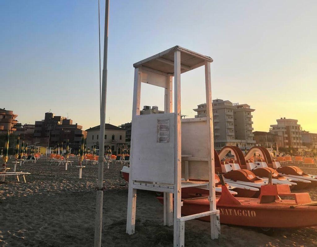 La Spiaggia - Bagno Riviera 1 di Rivabella - torretta salvataggio