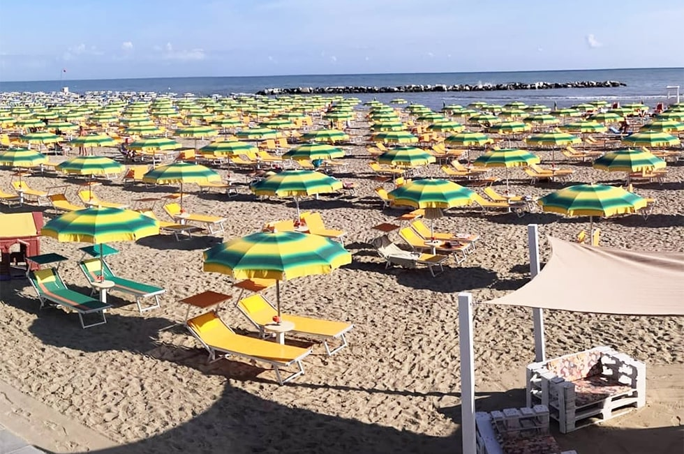 Spiaggia - Bagno Riviera 1 di Rivabella - spazio ombrelloni