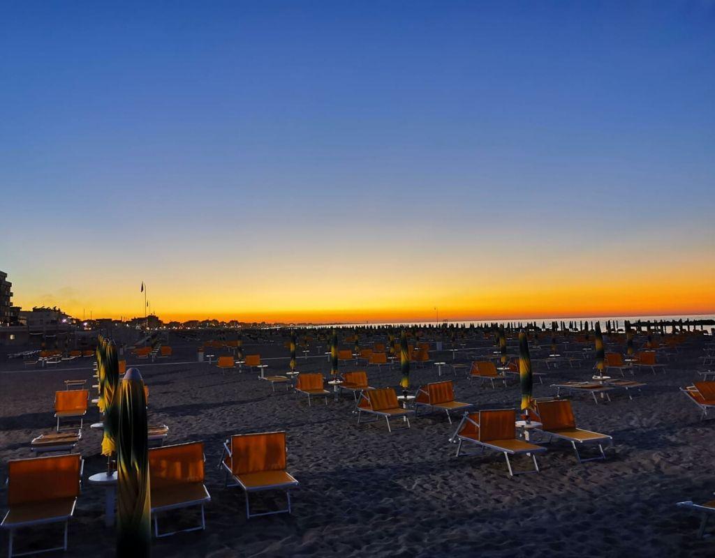 Bagno Riviera 1 Rimini a Rivabella (3) - spiaggia tramonto